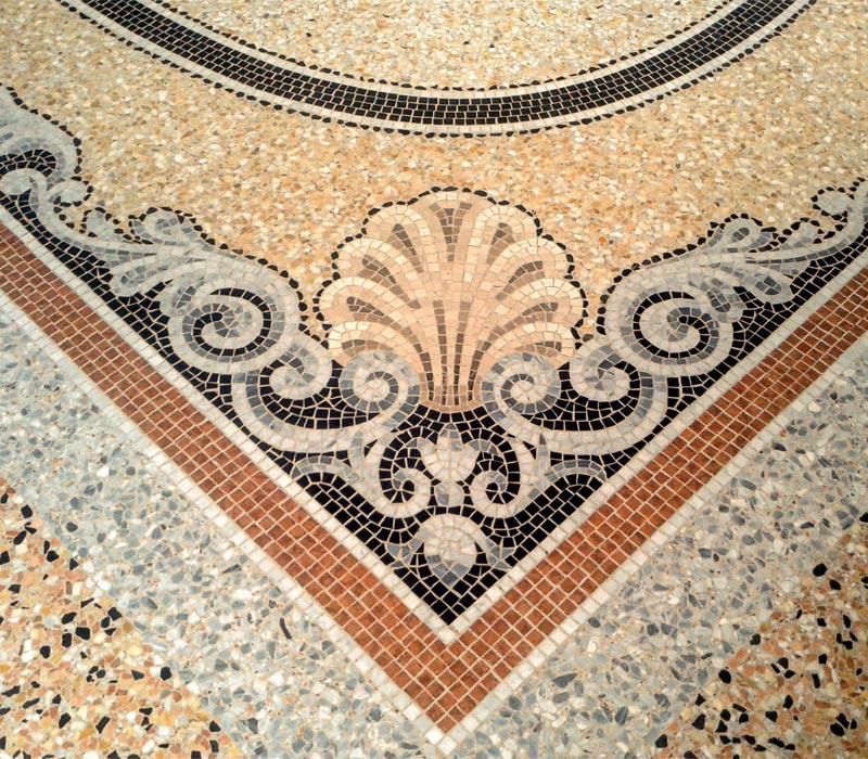 Ocra Rossa mosaico con decori floreali